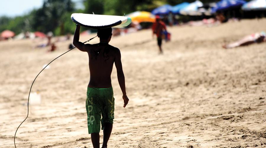 INDONESIA-AUSTRALIA-WEATHER-LIFESTYLE-SURF